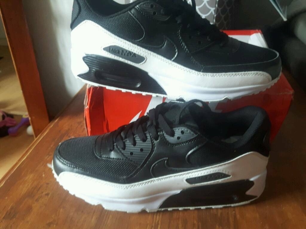 da491a1feb1 White nike air max ads buy   sell used - find great prices