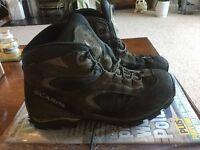 Scarpa walking boots size 42 UK
