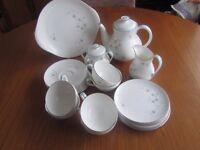 22 piece vintage fine bone china Royal Doulton tea set in excellent condition