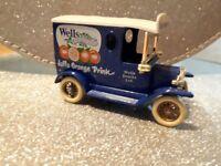 Model Wells jaffa Orange mini van