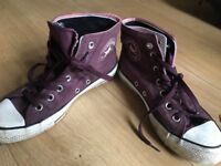 Burgundy converse size 5