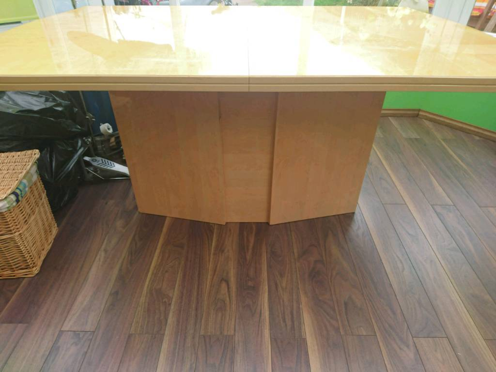 Italian style extendable dining table