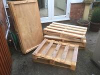 6 good condition wooden pallets. VARIOUS SIZES