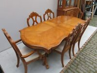 Oak Dining Table with 6 Oak Chairs - 3 Leaf Table - Good Condition