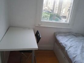 Double Room in Hammersmith - 5 Mins to Underground Station