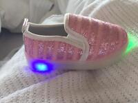 Children's flashing pull on shoes