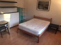 Lovely Double Room close to Shadwell & Aldgate East stations - Private Balcony