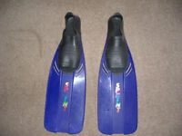 flippers size 6-7