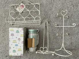 Kitchen accessories ; stacking cups, mug holder..