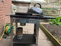 Round kettle charcoal BBQ on trolly