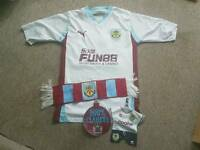 mens size small burnley football shirt with small extra bits