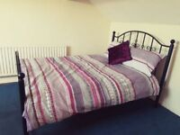 Large Double Bedroom in 4 Bedroom House to Let