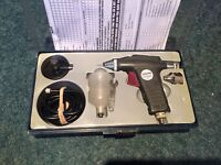 *** Sealey Airbrush Compressor And 2 Spray Guns *** £110