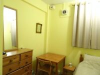 Clean, quiet, sunny room, Zone2, friendly flat by park, 5 mins from Kennington tube