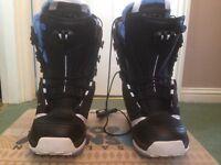 Brand new SALOMON women's snowboarding boots uk size 5!