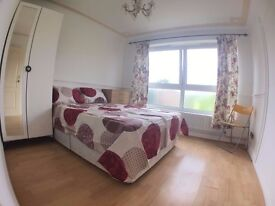 LOVELY DOUBLE ROOM close to BROMLEY BY BOW *** NO FEES ****