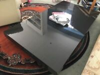 Natuzzi Italia Coffee Table, Lacquered Gloss Top and Low Profile, Very Good Condition