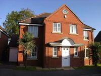4/5 bedroom Rugby Very High Spec property Near TrainSt/Town/Motorway - Couples welcome or Family