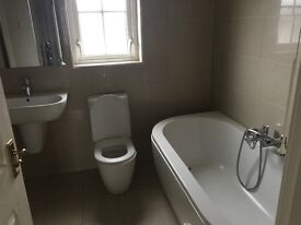 A beautiful good condition bathroom suite
