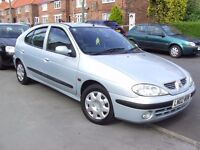 RENAULT MEGANE EXPRESSION SILVER 1.4 16 VALVE PETROL HATCHBACK WITH FITTED TOW BAR.