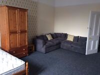 Large luxurious room in flatshare (1 of 3). All bills included,internet etc. Rent from £460pcm