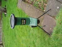 Black & Decker GA100 Garden Shredder/Chipper. Recently serviced Working order.