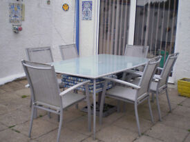 PATIO TABLE IN GOOD CONDITION CHAIR PUT IN FOR FREE