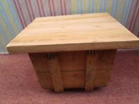 """""REDUCED"""" BESPOKE PINE TOP VINTAGE PACKING CRATE RUSTIC INDUSTRIAL STYLE COFFEE TABLE ON CASTORS"