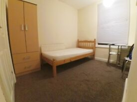 Furnished single bedroom to let in a clean shared house