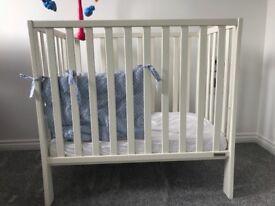 Mamas and papas space saving petite mini cot in white /ivory