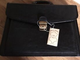 **BARGAIN** Brand New Italian Leather bag