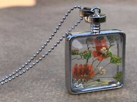 Metal necklace with glass pendant with flowers