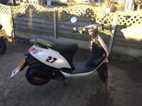 Sinnis Street 49cc moped
