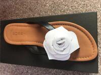 NEW HOBBS Ladies leather sandals Size 5