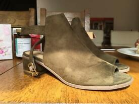 Open Toe Sandals Khaki green Size 4 Brand New