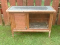 RABBIT HUTCH ON LEGS WITH OPEN TOP AND PULLOUT FOR CLEANING £ 25