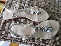 Flat beige sandales