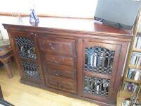 Solid wood dark oak sideboard 1.53 wide 45 dept 91 high £75 buyer to collect