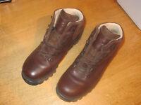 "Mens walking boots - ""Brasher Hillmaster GTX"" - size 10"