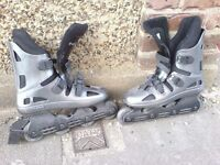 PAIR OF SIZE 9 AS NEW ROLLER BLADES
