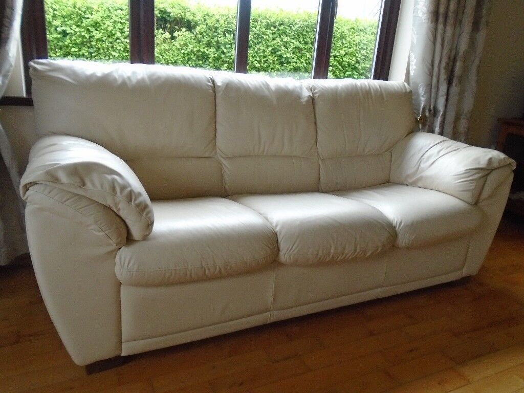 Leather 3 seat settee,cream.Very attractive in any home.
