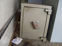 FLOOR STANDING SAFE LARGE WITH KEY - USED