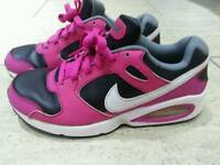 Nike trainers ,pink and black in good used condition size 4uk can deliver or post! Thank you!
