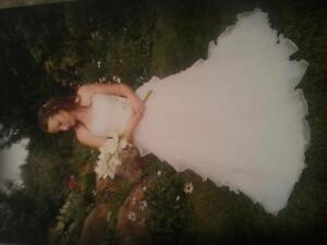 Beautiful Wedding Dress for Sale size 4-6