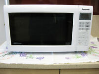 Used Panasonic 900W Inverter Microwave