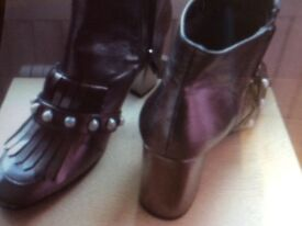 Ladies new, unused shoes and boots. Sizes 5/6.
