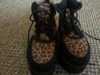 Ladys shoes size 4