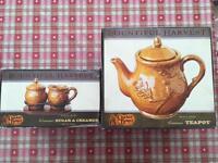 Teapot, sugar bowl and creamer jug