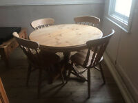Solid pine round table with 4 matching farmhouse chairs, vgc