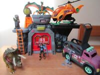 Jurassic World Beast Control playset with Helicopter, Jeep and Dinosaurs in VG clean condition.